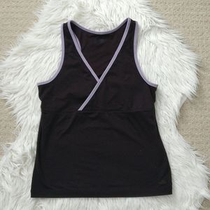 Elastic material yoga/fitness top with built inbra